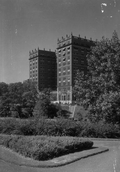 Wade Park Manor, 1933.